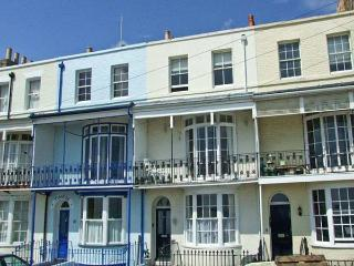 SANDSVIEW, a terraced cottage, with sea views, four bedrooms, two bathrooms, and a balcony, in Ramsgate, Ref 13473 - Kent vacation rentals