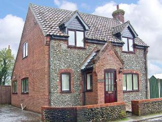 THISTLEDEW, a detached cottage, with three bedrooms, open fire, and courtyard garden, Ref 15502 - Norfolk vacation rentals