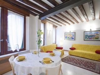 A comfortable, bright, and modern apartment in the Cannaregio district - Venice vacation rentals