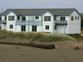 Beachfront - Awsome Views & Private Beach Access - Bandon vacation rentals