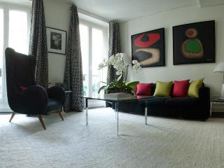 Designers 1 Bdr Apartment With A Balcony & A View - 10th Arrondissement Enclos-St-Laurent vacation rentals
