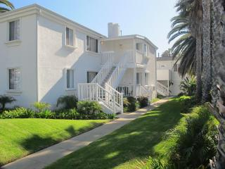 Charming Apartment with the beach at your doorstep - San Diego vacation rentals