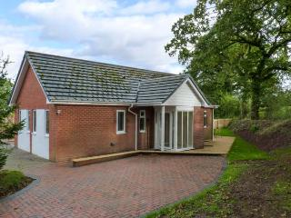 WATERBRIDGE LODGE, a single storey detached cottage, with an open plan living area, and garden, in Copplestone, Ref 14389 - Copplestone vacation rentals