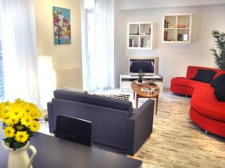 COSMOPOLITAN apt.7 sleeps, in city centre - Madrid Area vacation rentals