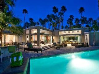 4,000 sq ft Alexander Modern nestled in coveted Las Palmas with pool & spa and lush outdoor space - Palm Springs vacation rentals