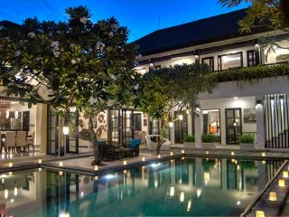 LUXURY 4 BEDROOM VILLA IN PRIME SEMINYAK LOCATION - Badung vacation rentals