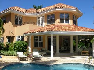 PARADISE PCS - 268821 - GORGEOUS 4 BED BEACHFRONT VILLA STUNNING VIEWS - MONTEGO BAY - Montego Bay vacation rentals