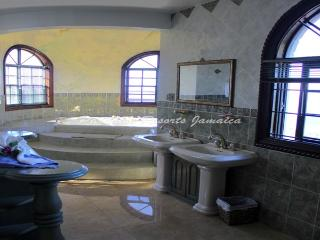 PARADISE PCV - 43469 - AMAZING VALUE | MASTERSUITE | FANTASTIC SEAVIEWS & POOL - MONTEGO BAY - Montego Bay vacation rentals