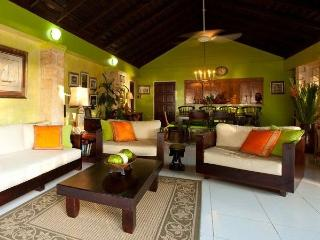 PARADISE PFT - 266835 - BARGAIN MUST HAVE 3 BED BEACHFRONT VILLA - DISCOVERY BAY - Montego Bay vacation rentals