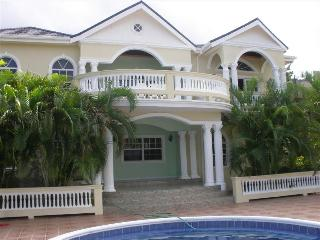 PARADISE PEN - 43549 - GREAT FOR FAMILY | 5 BED VILLA WITH POOL - MONTEGO BAY - Montego Bay vacation rentals