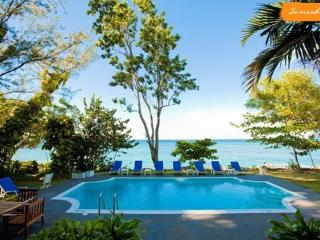 PARADISE PSW - 43623 - INVITING | 4 BED | OCEANFRONT | FAMILY VILLA | EXCELLENT SERVICE - OCHO RIOS - Montego Bay vacation rentals