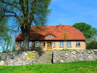 Vacation Apartment in Weitendorf - 1173 sqft, warm, quiet location (# 2721) - Mecklenburg-West Pomerania vacation rentals