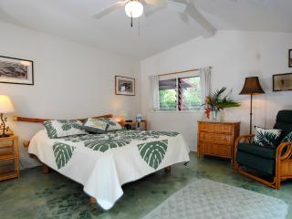 Charming cottage a few steps to the beach, Permitted - Paia vacation rentals