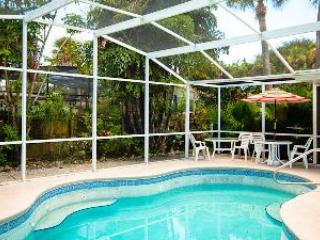 Pool with private backyard - Coastal Sands-213 70th St - Holmes Beach - rentals