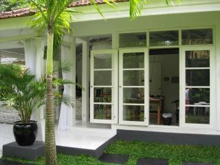 Villa Rumah Putih - Seminyak, 2 bedrooms in the center - Jimbaran vacation rentals