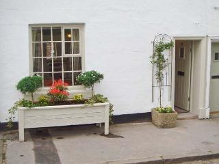 CLOUD COTTAGE, character cottage dating from 1540s, courtyard, close to Peak District National Park in Leek, Ref 14951 - Staffordshire vacation rentals
