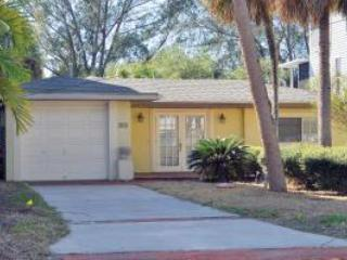 Bring your boat and kayak-Palm Island 2BR on canal - Siesta Key vacation rentals