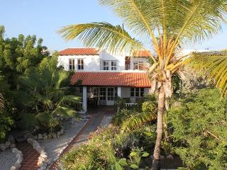 Seafront villa with tropical garden 4-10 persons. - Bonaire vacation rentals