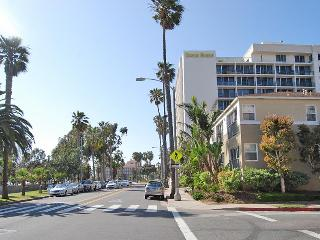 Charming Beach Studio with Stunning Ocean-Views - Santa Monica vacation rentals