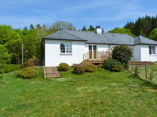 FORESTER'S COTTAGE, family friendly, country holiday cottage, with open fire in Kilmartin, Ref 15716 - Argyll & Stirling vacation rentals
