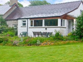 MORFA ISAF FARM, romantic retreat, close to coast and footpaths in Llangrannog, Ref 15867 - Ceredigion vacation rentals