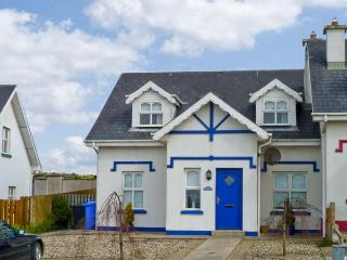 MOON SHADOW, open fire, near beach, sea views, good touring base, in Duncannon Ref 16040 - Wexford vacation rentals