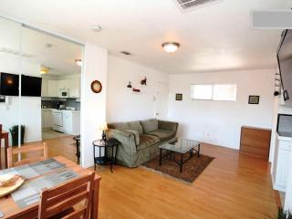 Studio quiet, private by Gaslamp, Convention, Zoo - San Diego vacation rentals