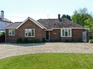 LITTLE TIFTERS, all ground floor, private patio, beaches nearby in Bembridge, Ref 16272 - Bembridge vacation rentals