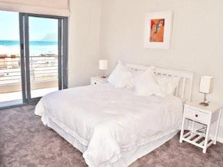 Whale Watchers 2 Bed Beach Apt at Muizenberg Beach - Muizenberg vacation rentals