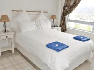 2 Bedroom Apartment overlooking Fish Hoek Bay - Image 1 - Fish Hoek - rentals