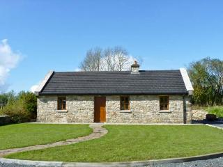 CREGAN COTTAGE, character, single storey cottage with solid-fuel stove and attractive gardens, in Drumagh, Ref 15209 - Swinford vacation rentals