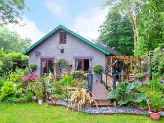 TRE COED, quality detached cottage, beautiful garden, National Park location in Llanbedr, Ref 15523 - Llanbedr vacation rentals