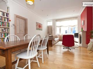 Cranley Mews, stylish 2 bed home in the heart of Chelsea - London vacation rentals