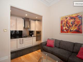 Cheniston Gardens 2 bed 2 bath, Kensington - London vacation rentals