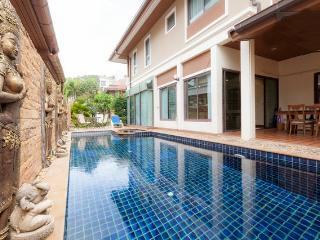 Beautiful pool villa in the center of Patong - Patong vacation rentals