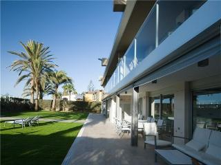 Luxury Beach Apartment Nr 2 - Maspalomas vacation rentals