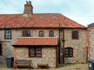 INGLENOOK COTTAGE, flint faced cottage, with gas stove, dog friendly, in Sheringham, Ref 16773 - Sheringham vacation rentals