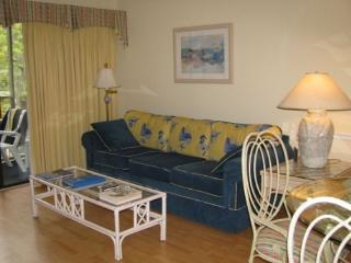 Gorgeous 1 Bedroom Unit Overlooking Pool with Beach Locker, Chairs &Umbrella - Myrtle Beach vacation rentals