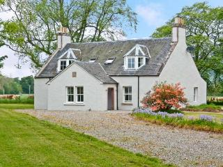 EASTER URRAY, quality luxury accommodation, woodburners, en-suites, large gardens, nr Muir of Ord, Beauly Ref 16491 - Beauly vacation rentals