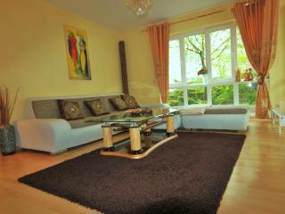 ? Place Yourself At The Center Of Everything ? - Berlin vacation rentals