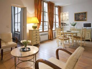 A very bright and quiet apartment in Le Marais. - Venice vacation rentals