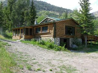 Mountainside Cabins - Honey's - McLeod vacation rentals