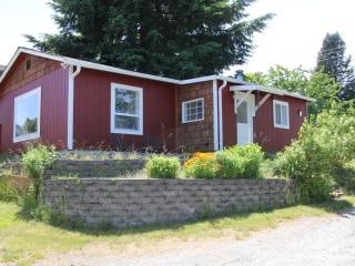 Cute cottage right in Langley - $99/nt in March - Whidbey Island vacation rentals