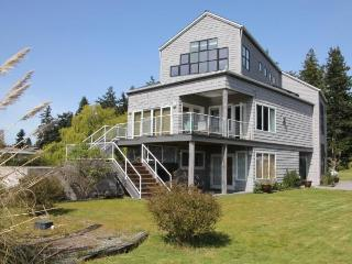 Just steps to Mutiny Bay - very sunny, great view - Freeland vacation rentals