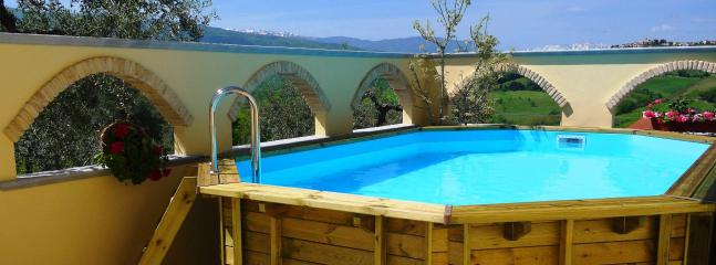 Secluded courtyard with pool, sun  loungers & BBQ area  - 2 Bed Villa Apt Near Beach & Skiing With Pool - Bucchianico - rentals