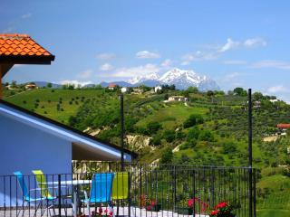 2 Bed Villa Apt Near Beach & Skiing With Pool - Abruzzo vacation rentals