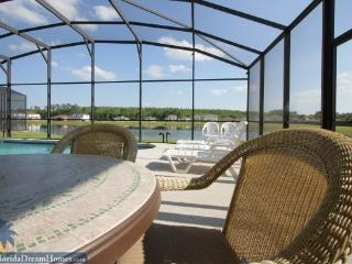 Spacious 5 Bed/3.5 Bath with a Spectacular Lake Front View While Relaxing in Your Private Hot Tub and Pool - Disney vacation rentals