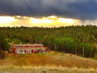 Beautiful Inn on 35 acres with Stunning Views - Divide vacation rentals