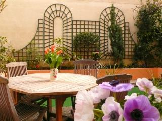 A charming apartment with a garden in the heart of the Grenelle shopping district near the Eiffel Tower - Venice vacation rentals