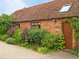 THE BOTHY, romantic retreat, open plan studio accommodation, woodburning stove, in Stratford-upon-Avon, Ref 8622 - Warwickshire vacation rentals